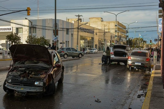 Cuatro vehículos involucrados en un choque