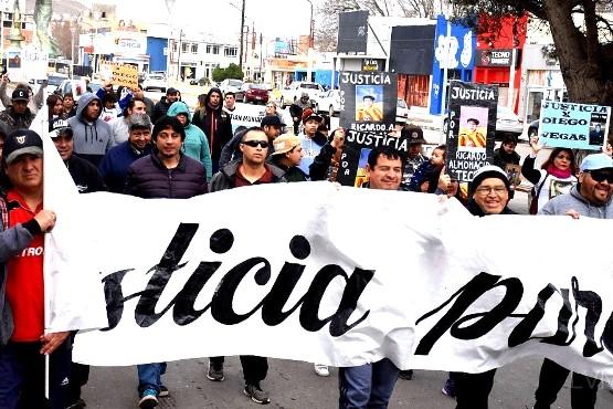 Siete familias marcharon pidiendo justicia