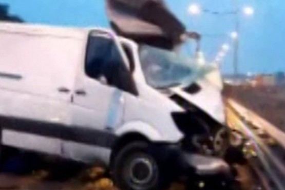 Impactante video del choque entre una camioneta y un camión