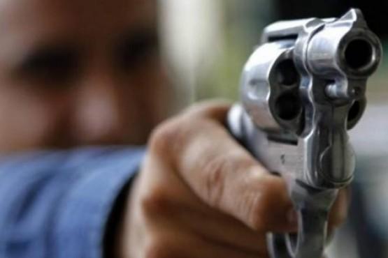 Apedrearon la casa y luego efectuaron disparos: murió un joven de 23 años