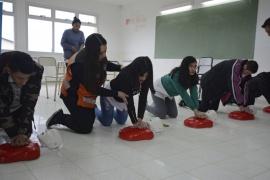 Estudiantes y profesores se capacitaron en RCP