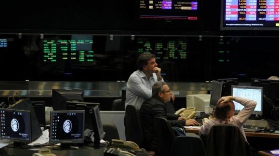Saltaron dólar y riesgo país, mientras se hundieron acciones y bonos