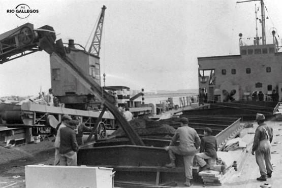 Carga de carbón en buque - Muelle