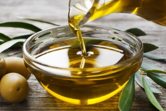 ANMAT prohibió un aceite de oliva y una solución fisiológica