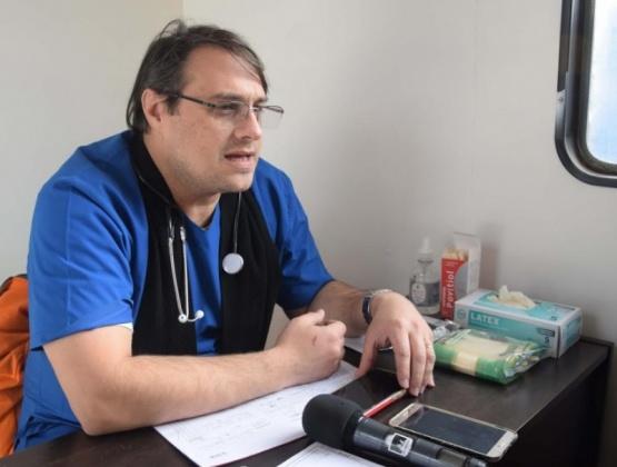 Médicos atienden en Barrio San Benito con el tráiler de salud
