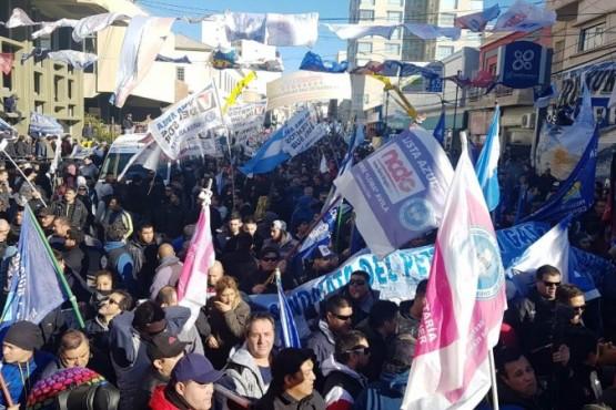 Masiva marcha de petroleros en Comodoro Rivadavia