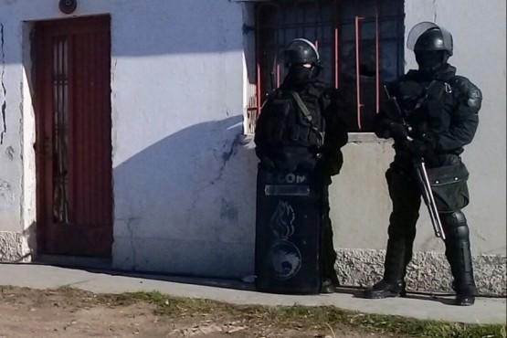 Viviendas allanadas por el personal de la División de Investigaciones en Pico Truncado, por el robo a un remisero ocurrido a principio de este mes.