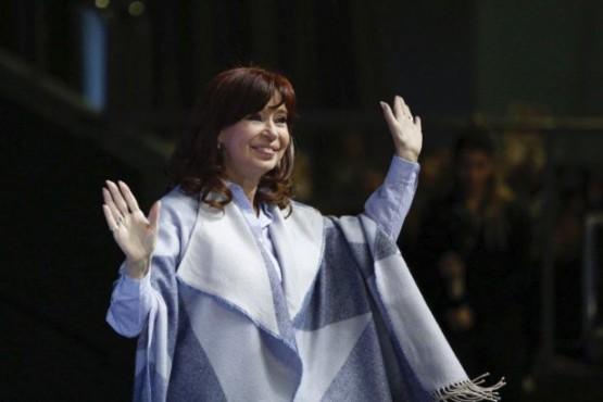 Recién llegada de Cuba, Cristina retoma las presentaciones de su libro en La Plata