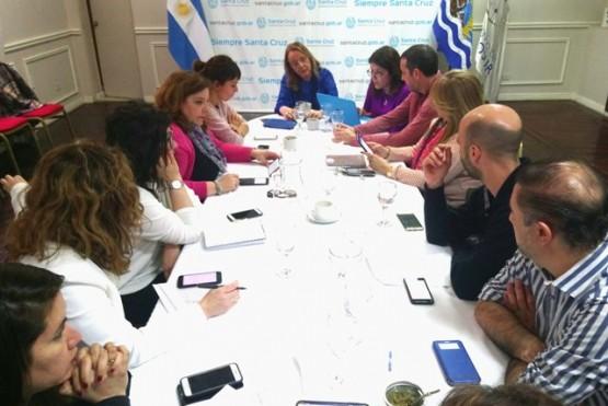Alicia y su gabinete, ayer en la firma del Decreto.