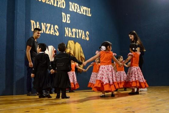 """""""La Soledad"""" concreto su 1° encuentro de infantil de danzas"""