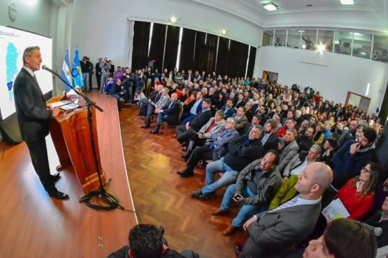 El Gobernador Mariano Arcioni en conferencia.