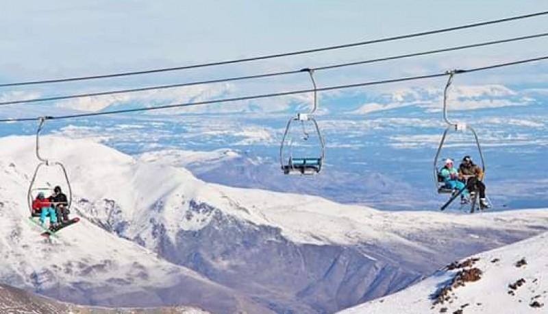 Turistas en plena temporada de invierno en La Hoya