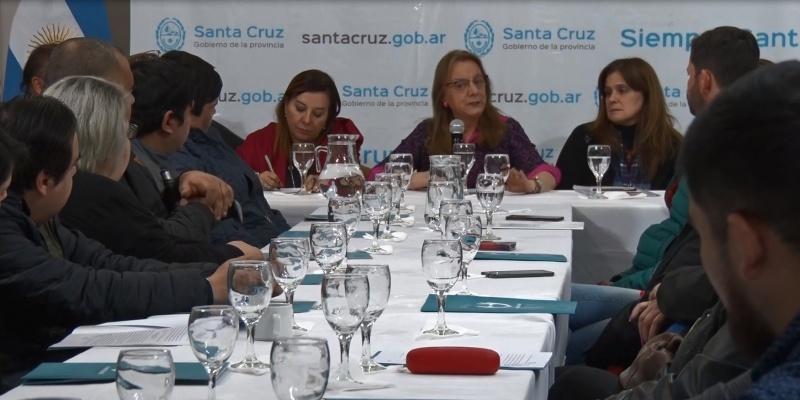 La gobernadora durante la reunión.