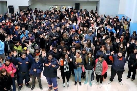 Municipales del SOEM Río Gallegos en asamblea.