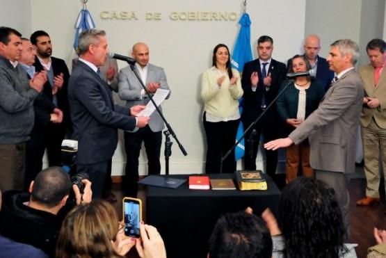 Mariano Arcioni junto al ministro Paulo Cassutti en Casa de Gobierno.