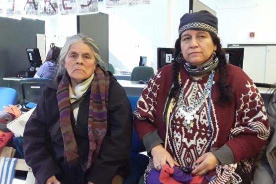 Maria Luisa Huincaleo junto a Juana Antieco en el Día Internacional de la Mujer Originaria.