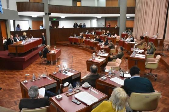 """Se insta al """"Poder Ejecutivo a generar las acciones necesarias para construir consenso y diálogo franco para lograr la paz social que necesita nuestra provincia"""