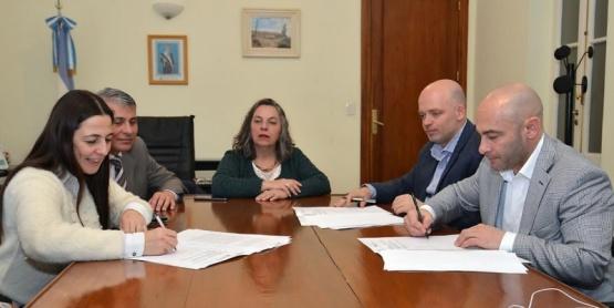 El convenio fue firmado por el gabinete.