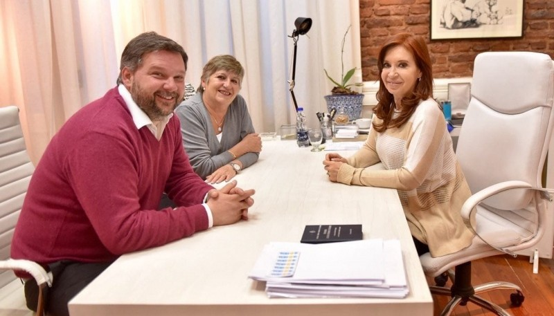 Cristina Kirchner junto a Nancy González y Santiago Igón.
