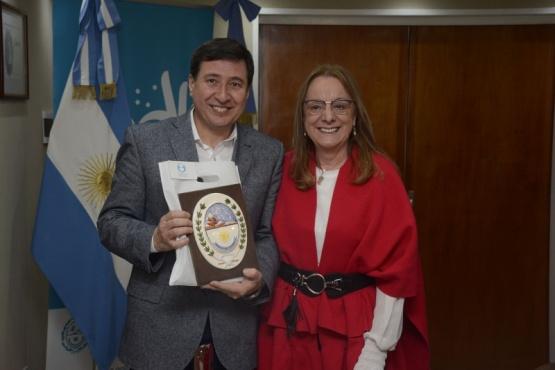La gobernadora Alicia Kirchner junto al diputado nacional Daniel Arroyo.