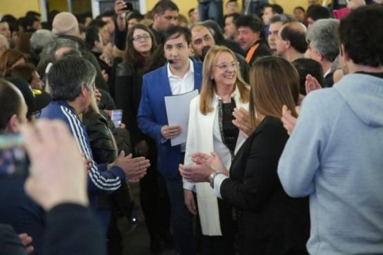 La gobernadora junto al candidato Pablo Grasso.