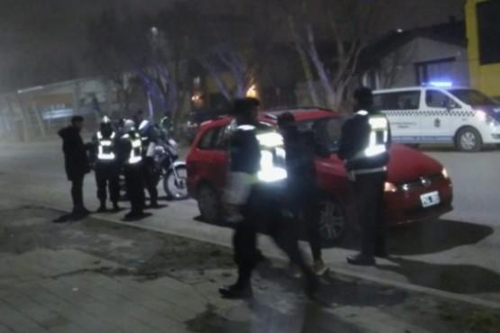 La policía realizó controles en la madrugada.