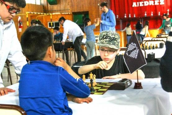 El ajedrez compite en la villa turística.