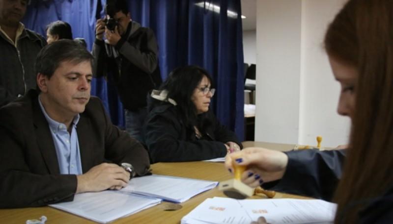 Leguizamón el sábado firmando su candidatura (Foto C.G.)