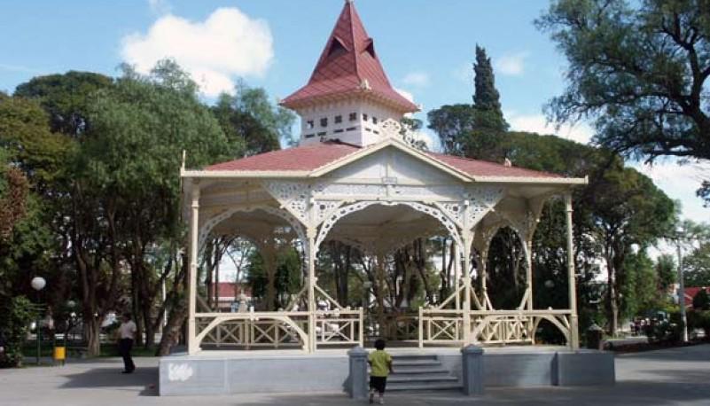 Plaza principal en Trelew.