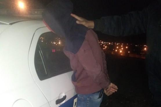 Jóvenes fueron descubiertos intentando ingresar a viviendas