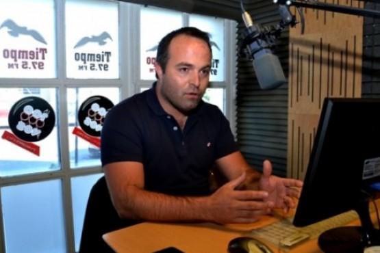 El Dr. Lerena en el piso de Tiempo FM.