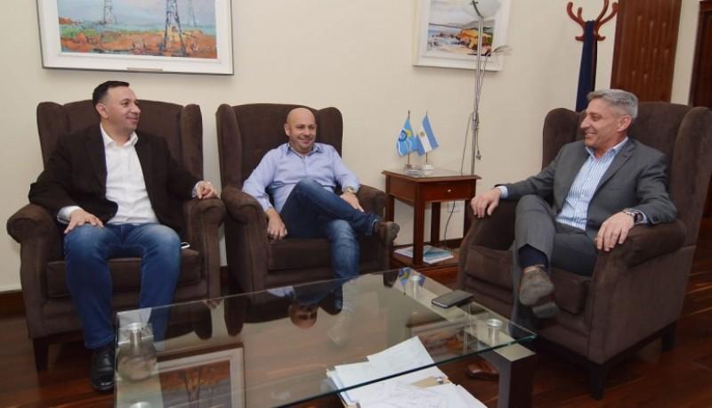Mariano Arcioni junto a Ricardo Sastre y Adrián Maderna en Casa de Gobierno.