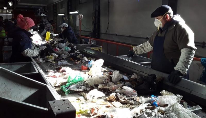 Empleados de la Planta de Tratamiento de Residuos Sólidos Urbanos.