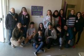 Escuelazo en Rawson: olla popular y carpa