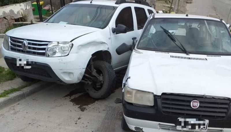 Así quedaron la Renault Duster y el Fiat tras el choque.