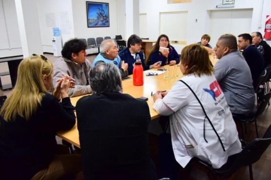 Trabajadores de la salud en reunión.