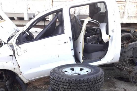 Algunos de los restos de la camioneta recuperados por la policía.