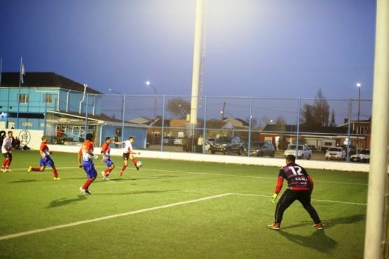 Hubo buen fútbol en la cancha Enrique Pino.