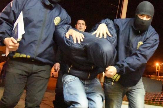 Con fuerte custodia policial, trasladan al tercer acusado por el crimen de Castro.