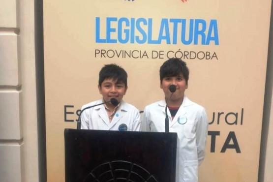 Estudiantes que estuvieron en el Parlamento Nacional Infantil.