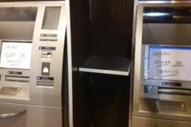 Desplazaron a dos jefes policiales por el robo al cajero del Banco