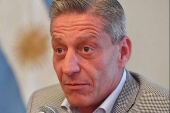 Con la provincia en llamas Arcioni quiere aumentarse el sueldo