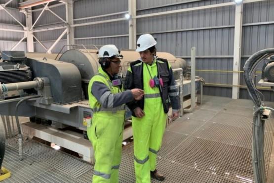 Mineros realizando la visita y la inspección