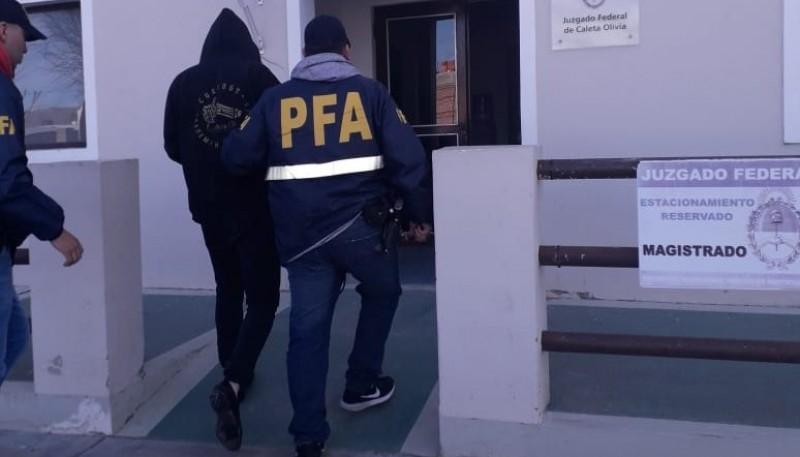 El sujeto fue trasladado al Juzgado Federal tras ser detenido.