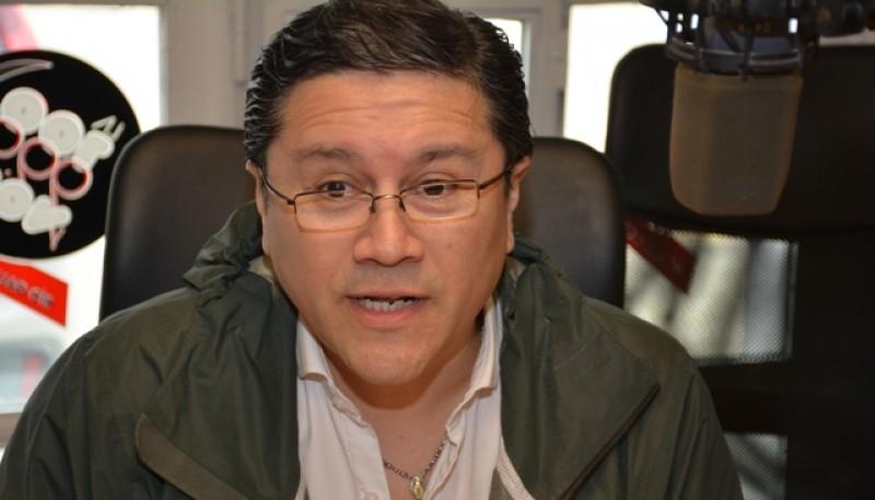 Jorge Cruz en los estudios de Tiempo FM.