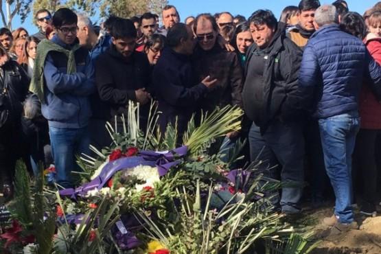 Hoy despidieron los restos de las docentes chubutenses.