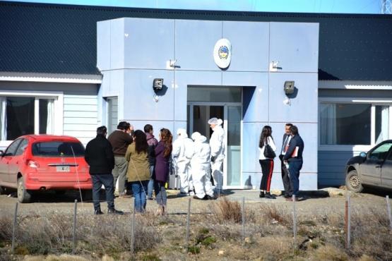 El trágico hecho sucedió en la Comisaría de Güer Aike. (Foto: C.R.)