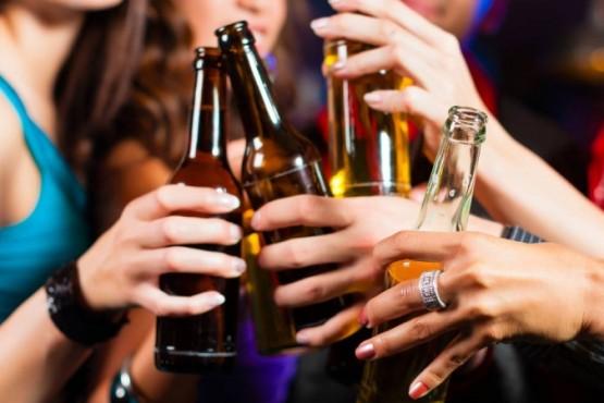 Un encuentro con amigas terminó en una fiesta con 100 adolescentes
