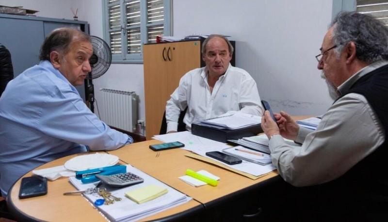 El intendente Carlos Linares junto a referentes de IPV.