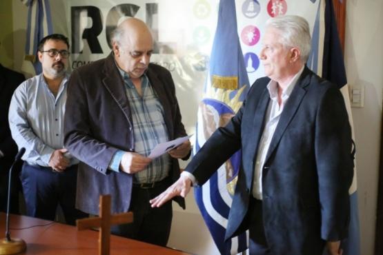Momento de la jura a cargo de Roberto Giubetich. (C. González).